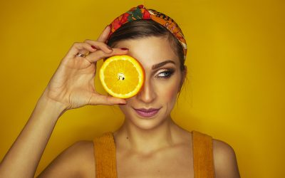 Vitamin C for the skin: is it better to eat it or apply it?